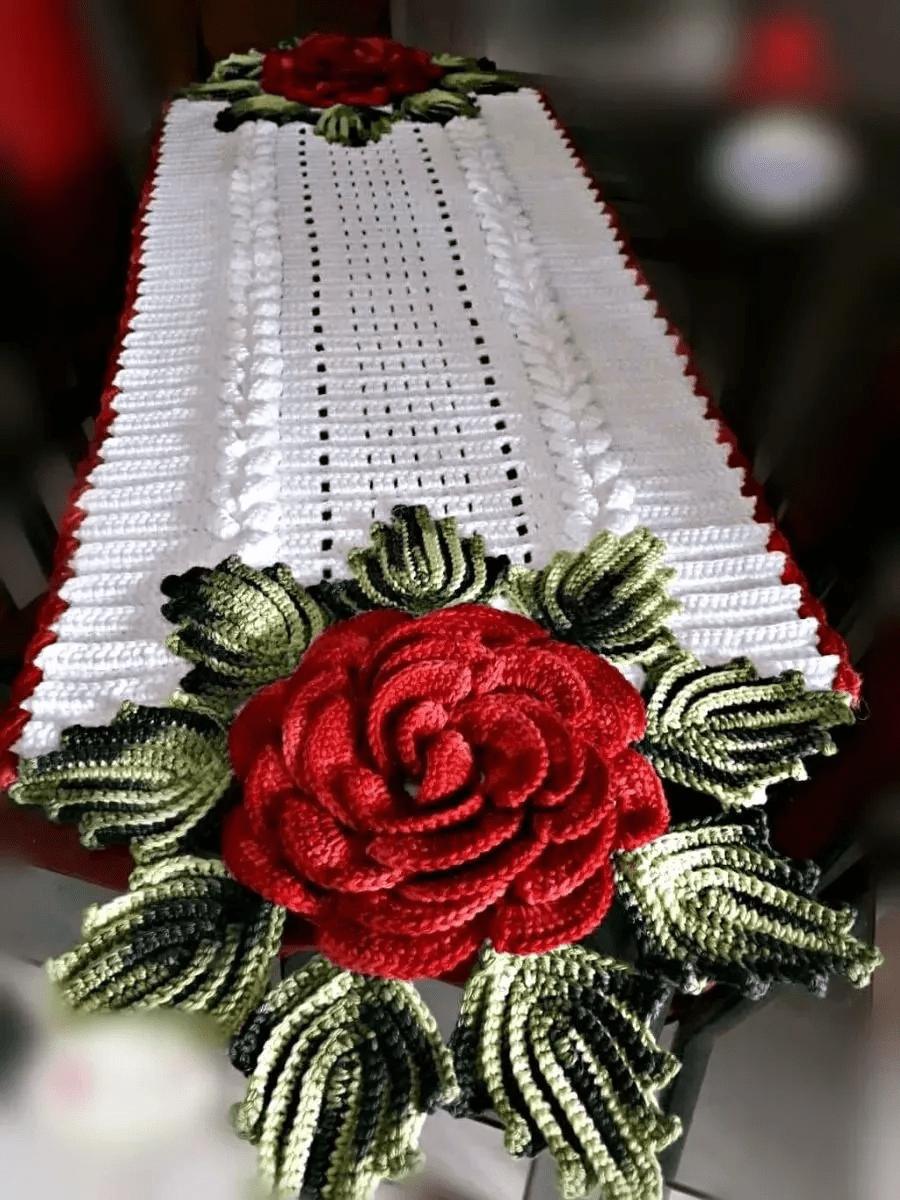 Caminho de Mesa Natalino em Crochê com Flor